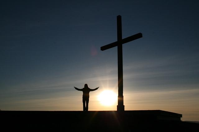 osoba u kříže