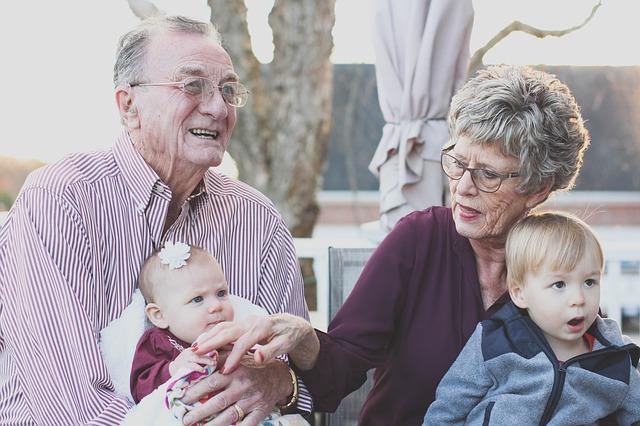 děti s prarodiči.jpg