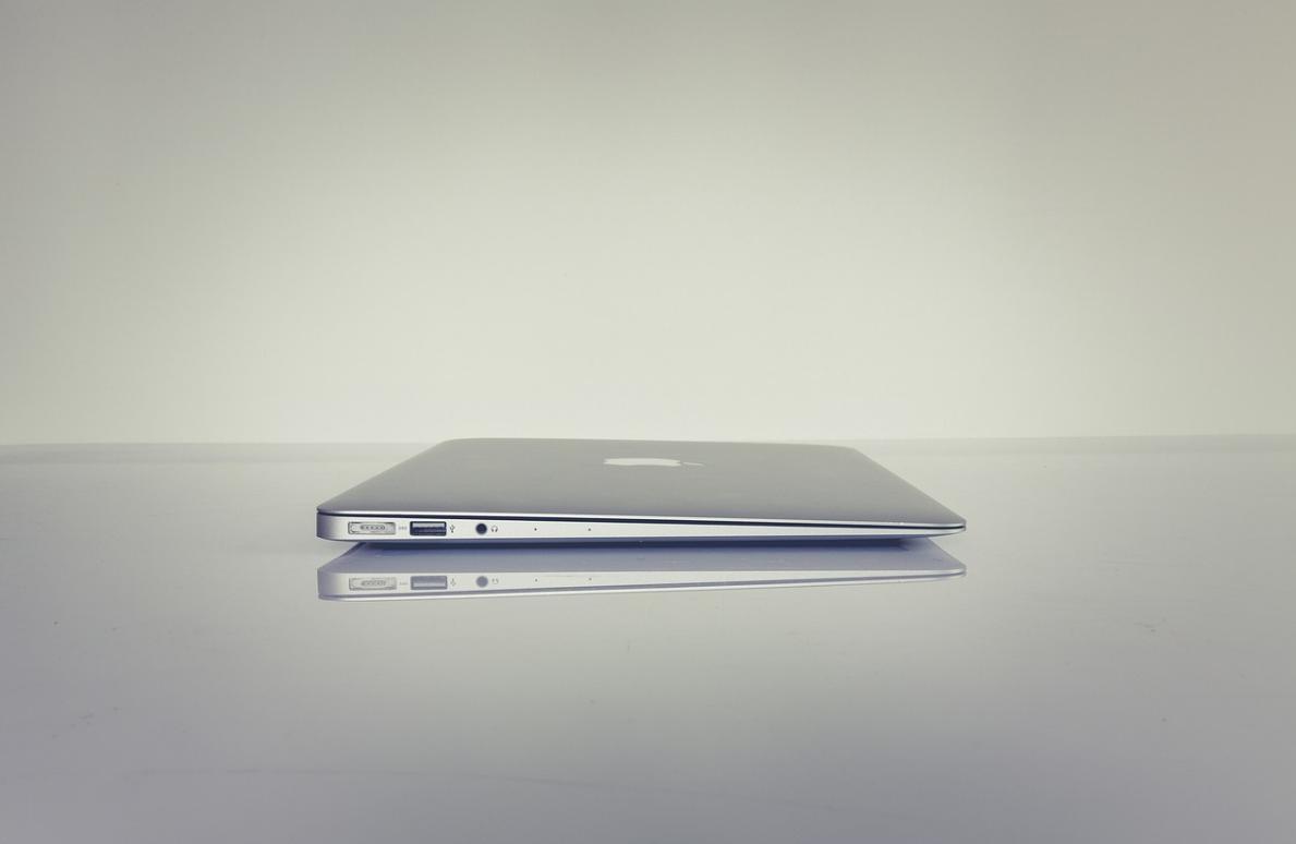 macbook pro práci